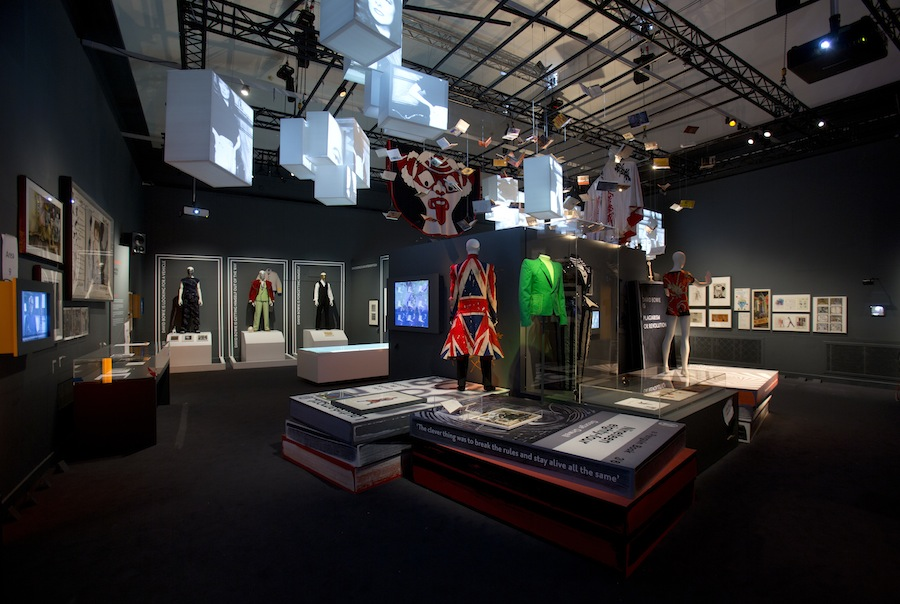 installation-shot-of-david-bowie-is-at-the-va-is-courtesy-david-bowie-archive-c-victoria-and-albert-museum-london4